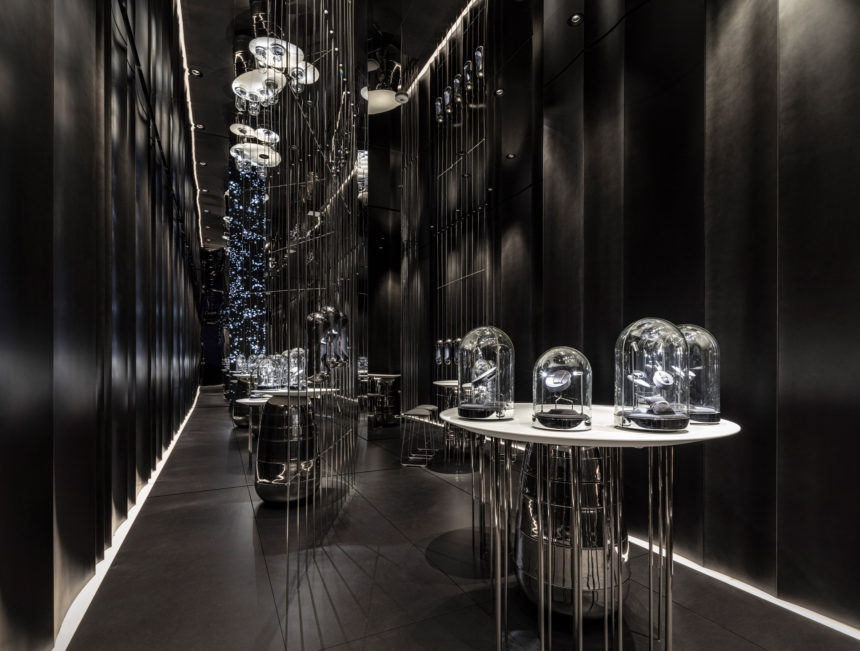 "New York Jewelry Store ""Ame"" With Enigmatic Charcoal  Interiors"